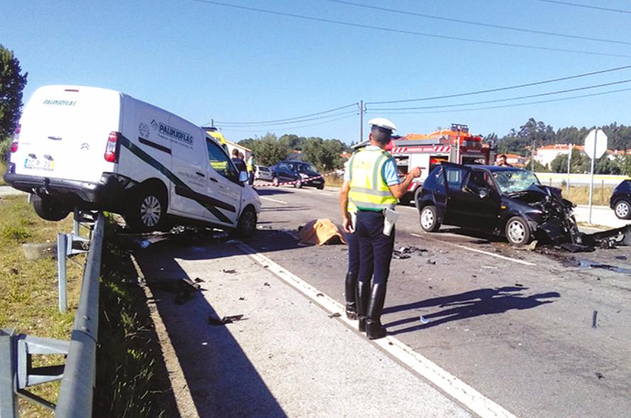 Dois mortos e dois feridos em colisão frontal em Anadia